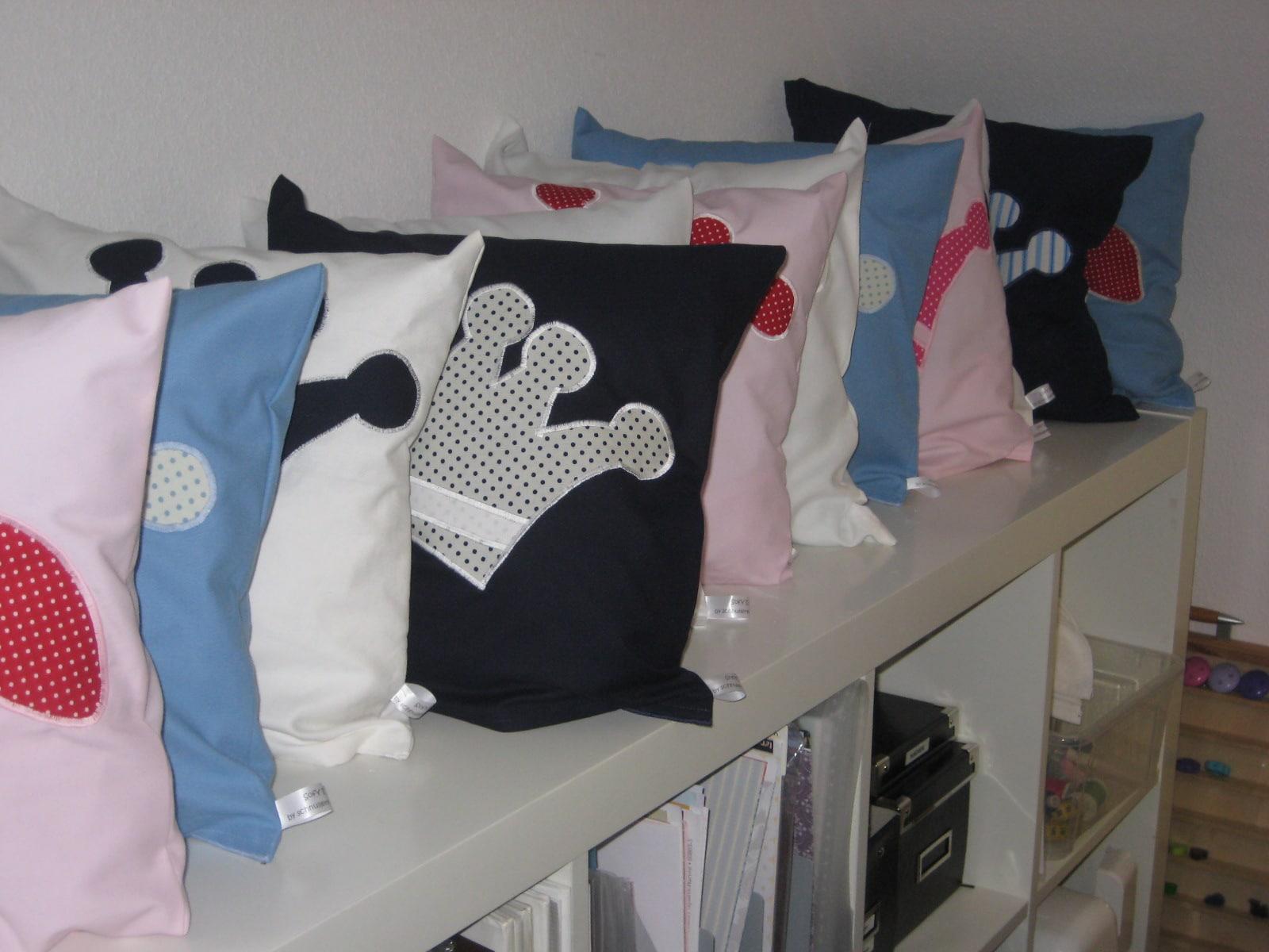 kissenbez ge mit appliaktion und wunschnamen handmade kultur. Black Bedroom Furniture Sets. Home Design Ideas