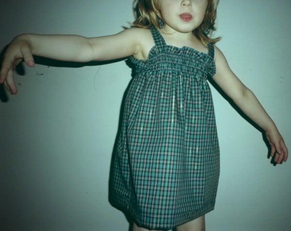 Ein einfaches Kleid ohne Schnittmuster für Mädchen und Frauen ...