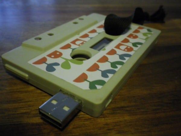 ein usb stick in eine alte kassette einbauen handmade kultur. Black Bedroom Furniture Sets. Home Design Ideas