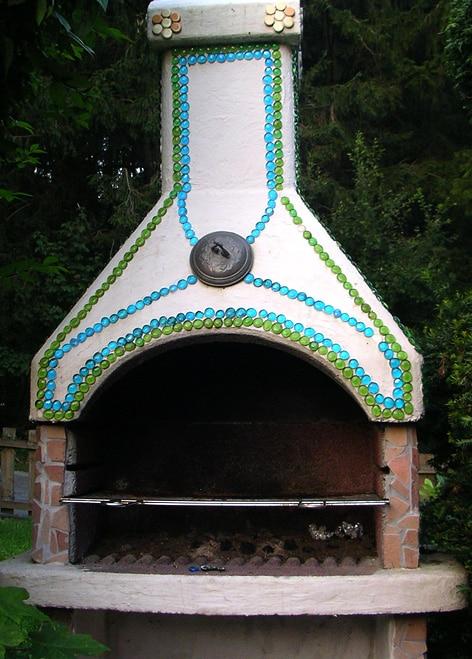 mosaik auf grillkamin im garten handmade kultur. Black Bedroom Furniture Sets. Home Design Ideas