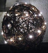 Leuchtkugel aus Weide für außen