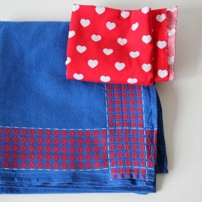 neuer kinderrock aus alter tischdecke upcycling handmade kultur. Black Bedroom Furniture Sets. Home Design Ideas