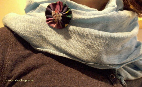 Buttons mit Perlen oder Knöpfen