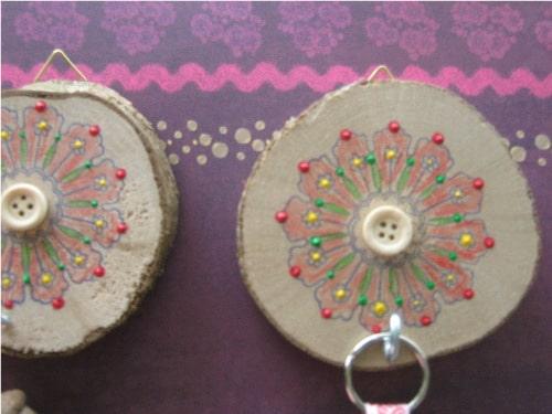Basteln Mit Holz Baumscheiben ~   auf malt dieses mit buntstiften aus und setzt punkte mit plusterliner