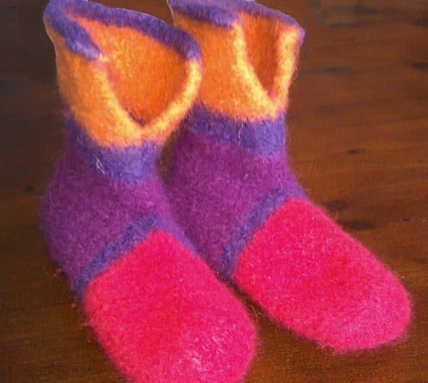 Warme Füße im Winter: Strickfilz Hausstiefeletten