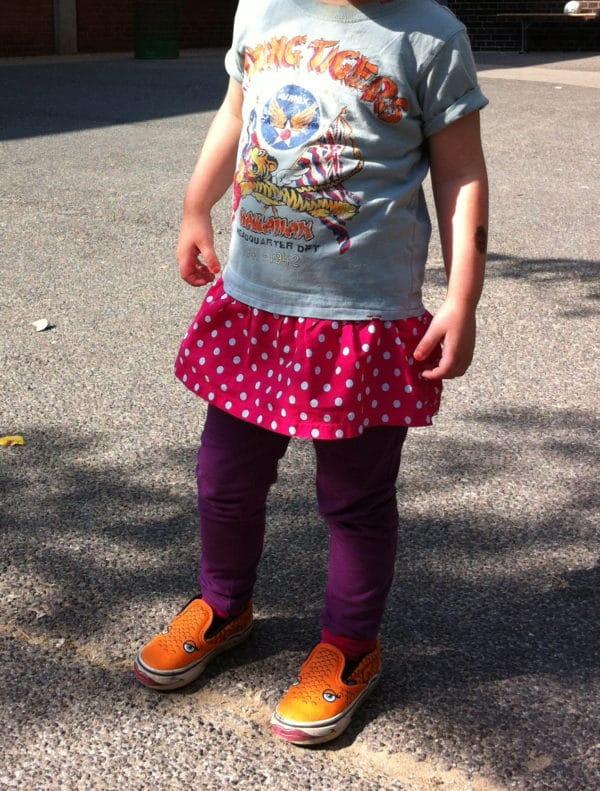 Jungen T-shirt + Rüsche = Mädchen T-shirt!