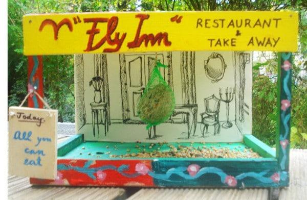 """""""Fly Inn"""": Take-away & Restaurant für Spatzen und Konsorten."""