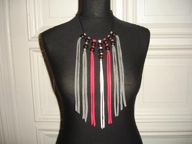 geknüpfte Jerseykette mit Holzperlen