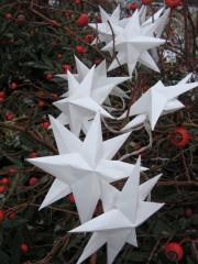 Eine Sternenlichterkette mit 3-D-Sternen