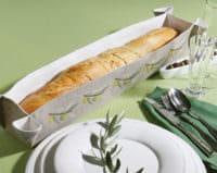 Baguettekorb mit Oliven