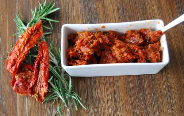Fruchtig und herzhaft zugleich: Tomaten-Aprikosen-Pesto