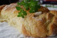 Kartoffelbrot mit grünen Flecken (Kräutern)