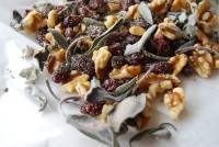 Gewürzmischung mit Cranberries, Walnüssen und Salbei