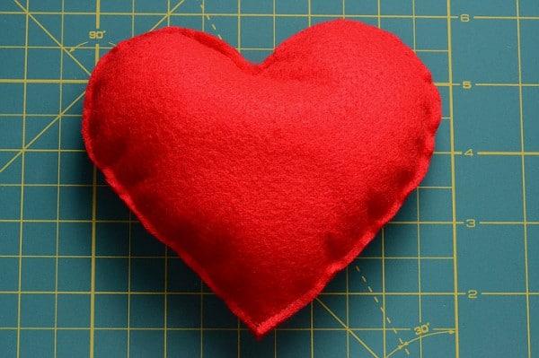 Kostenlose Nähanleitung für ein Herz aus Filz - HANDMADE Kultur