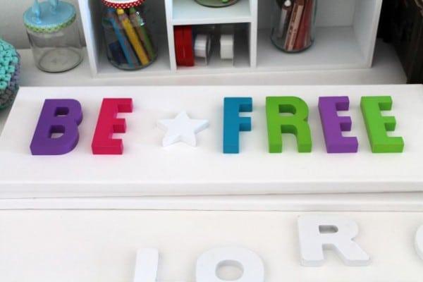 Wand-Deko mit Buchstaben basteln