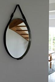 Spiegel mit Lederband