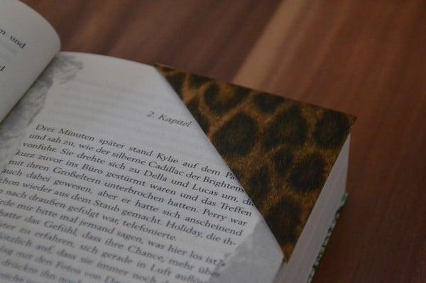 D.I.Y. Anleitung für Buchecken aus Tonzeichenpapier