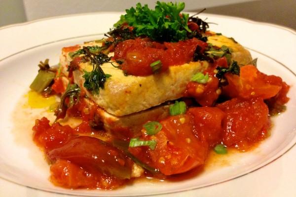 Gegrillt: Tofu mit Kräuter-Tomaten-Salsa