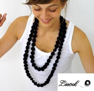 Liesel, die gestrickte Kette mit der beweglichen Perle