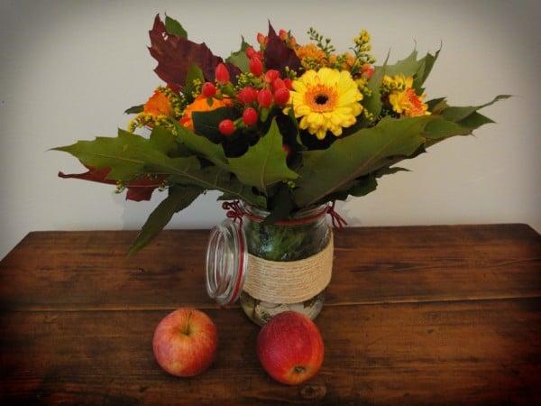Herbststrauß im Einweckglas