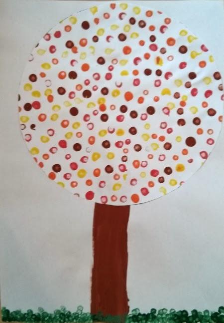 Herbstbaum mit Hilfte der Tupftechnik