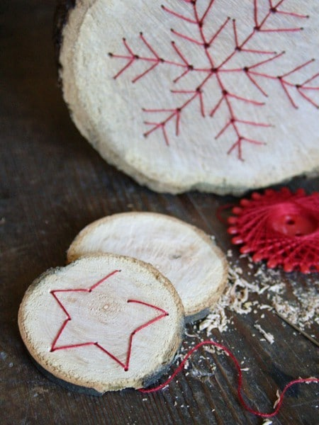 Basteln Mit Holz Mit Kindern Weihnachten ~ Baumscheiben mit Fadengrafik  HANDMADE Kultur