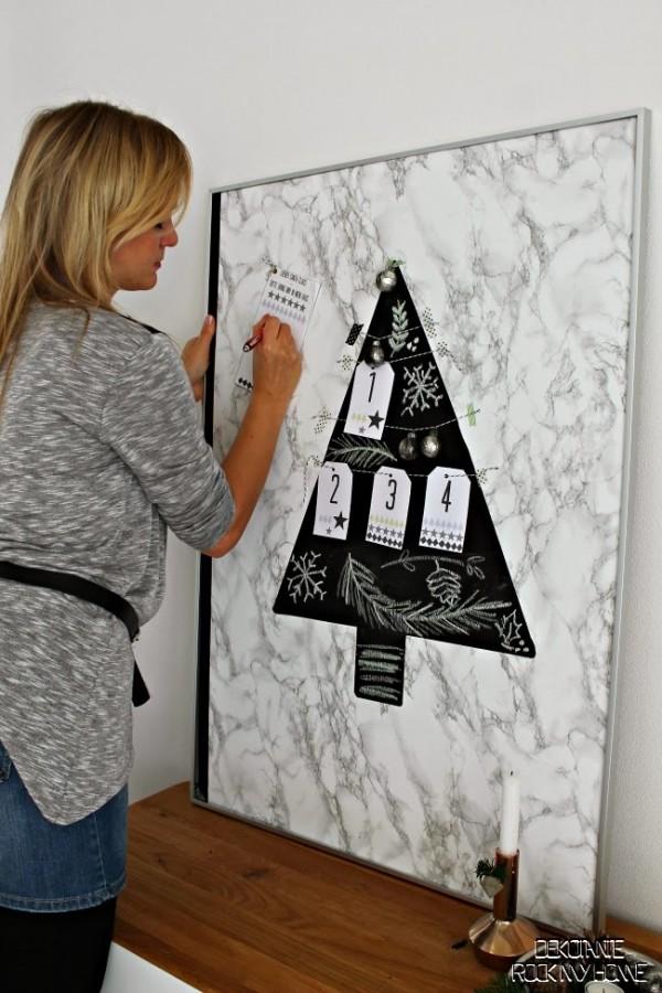 Adventstafel mit Tafelfarbe und Marmorfolie oder auch als Adventskalender