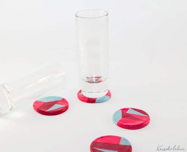 DIY: Untersetzer für Gläser mit Nagellack basteln