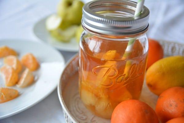 Fruchtiger Tee-Cocktail und drei Give Aways