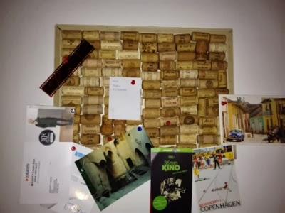 pinnwand aus weinkorken handmade kultur. Black Bedroom Furniture Sets. Home Design Ideas