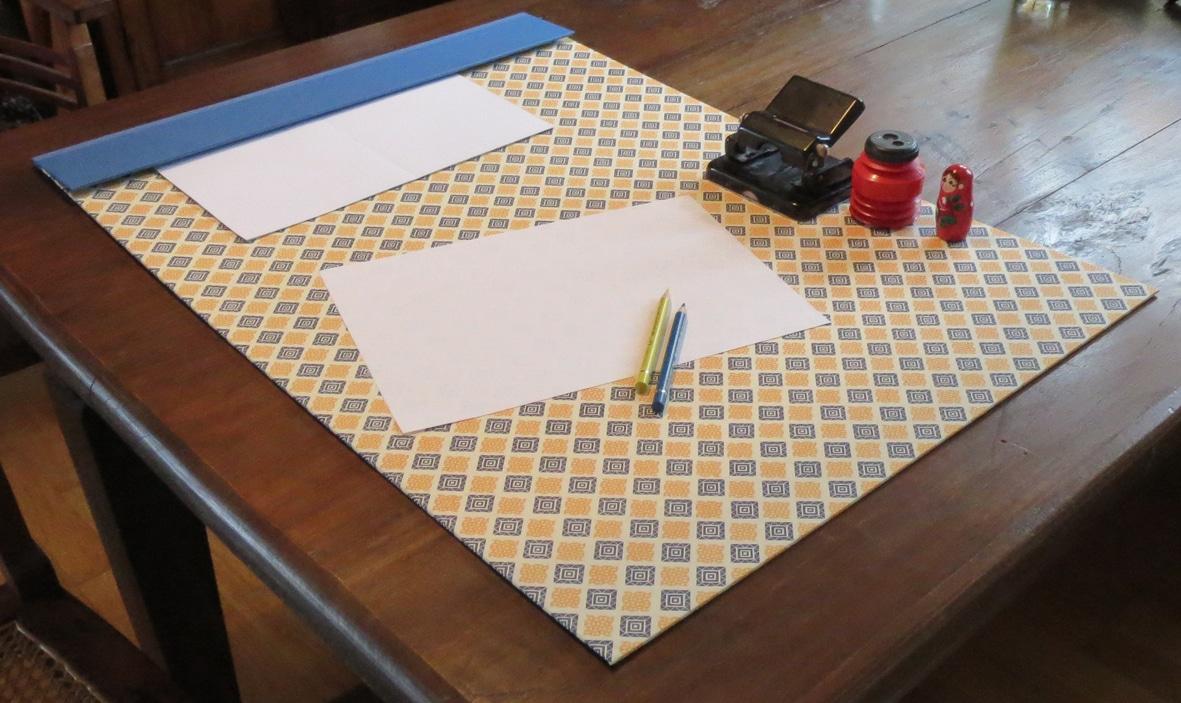 diy schreibtischunterlage handmade kultur. Black Bedroom Furniture Sets. Home Design Ideas