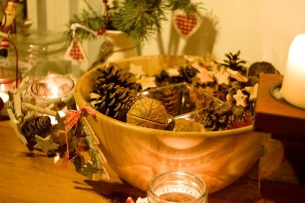 weihnachtsdekoration mit naturmaterialien landhausstil. Black Bedroom Furniture Sets. Home Design Ideas
