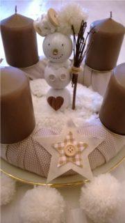 Schneefrau im Adventskranz