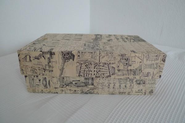Pappkartons mit Pappmaché ummanteln