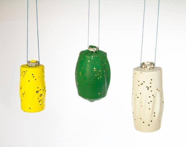 DIY: Weihnachtskugeln aus Luftballonkorken