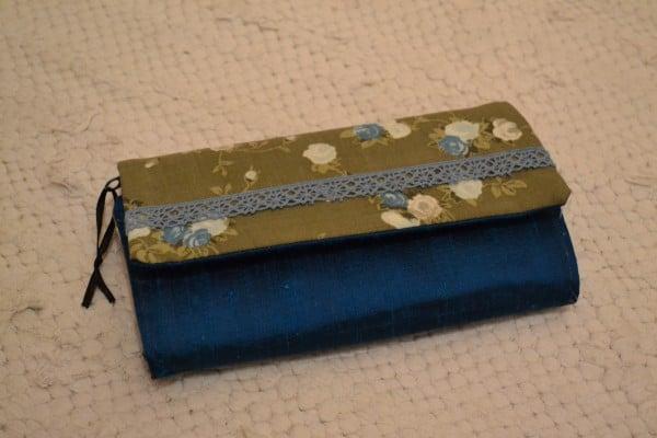 Portemonnaie mit Klettverschluss und Spitze