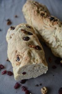 Walnuss-Brot mit fruchtigen Cranberries - ein schnelles Leckerbrot