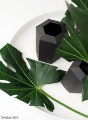 Formschnitt und Vasenhüllen aus Pappe