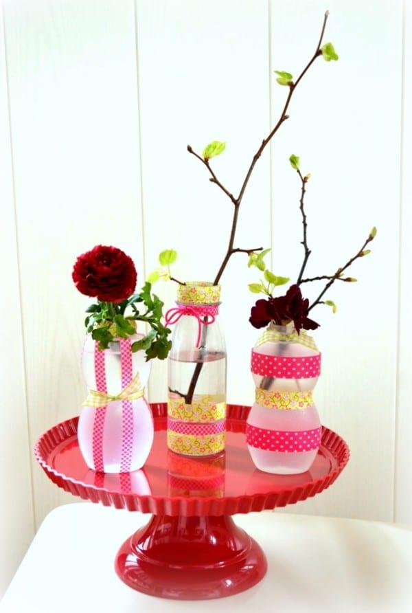kleine vasen aus smoothieflaschen handmade kultur. Black Bedroom Furniture Sets. Home Design Ideas