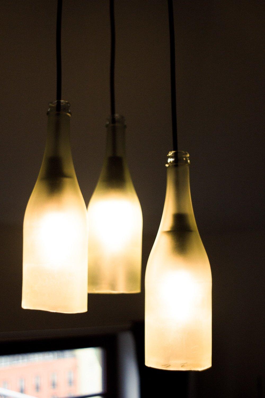 lampe aus sektflaschen anleitung zum nachbauen handmade kultur. Black Bedroom Furniture Sets. Home Design Ideas