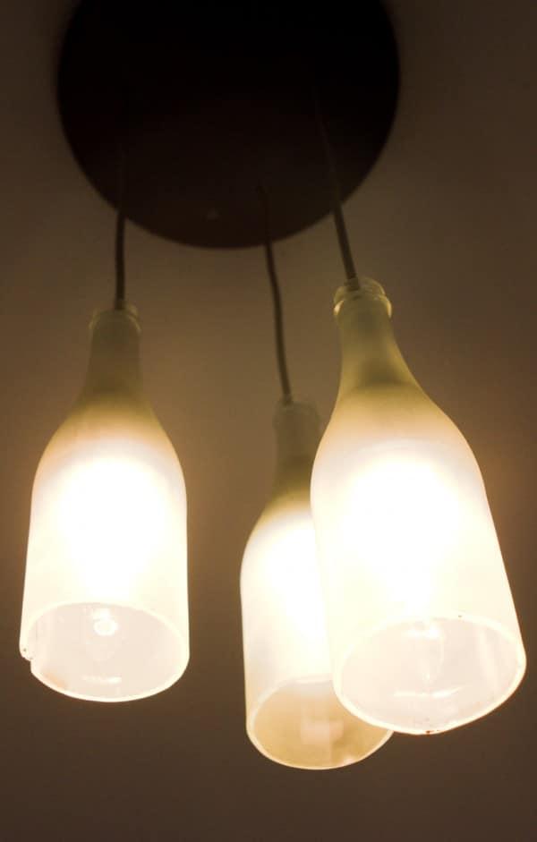 lampe aus sektflaschen anleitung zum nachbauen. Black Bedroom Furniture Sets. Home Design Ideas