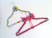 Draht Kleiderbügel mit Stoff aufpimpen statt wegwerfen