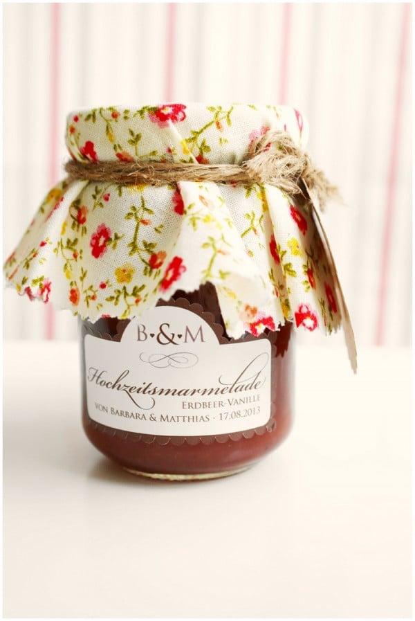 Marmeladengläser als Gastgeschenke mit Vintage Stoffen