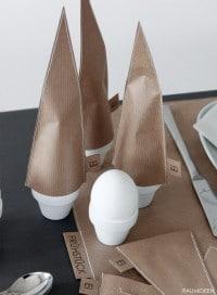 Eierhütchen und Tischsets aus Packpapier genäht