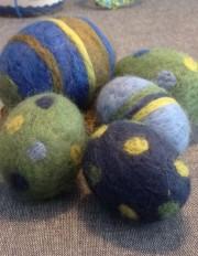 Filzeier grün und blau gepieckst