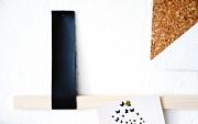 Mein Home Office mit einer DIY Notiz- oder Memoleiste aus Holz und Lederschlaufen