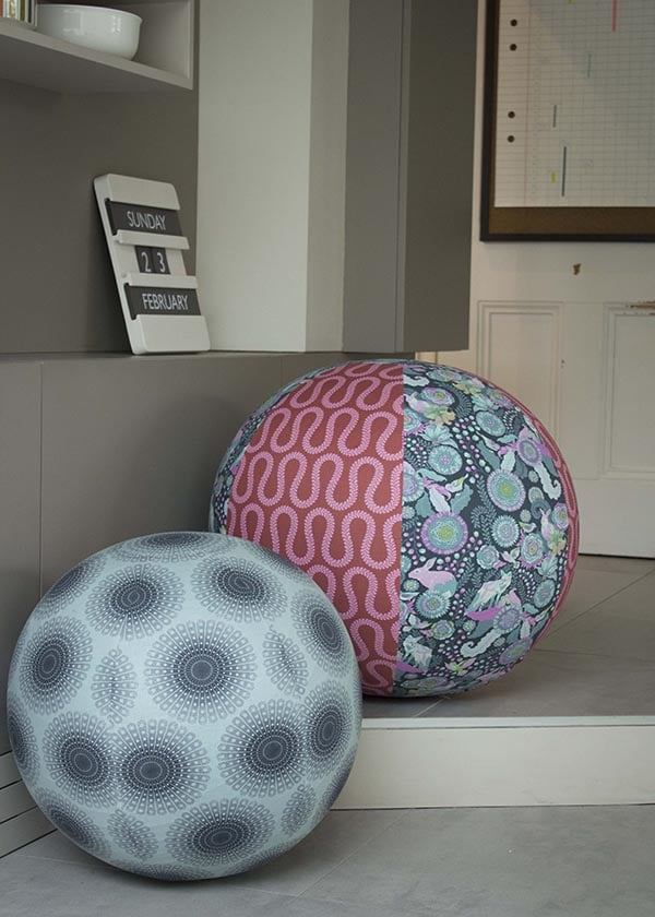 stoffbezogener sitzball handmade kultur. Black Bedroom Furniture Sets. Home Design Ideas