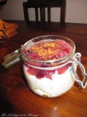Fruchtiger Käse-Mohn-Kuchen im Glas