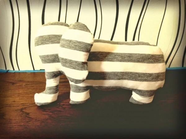 DIY: Elefanten aus einem T-Shirt nähen