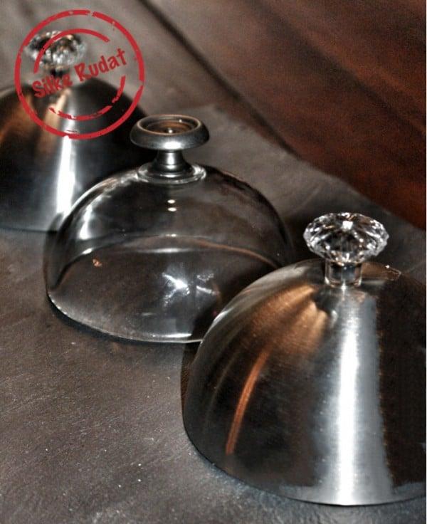Elegante Hauben aus Glas und Metall